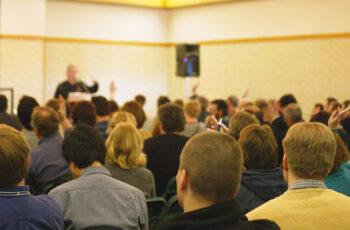 O síndico pode aumentar a taxa de locação do salão de festas sem 2/3 ou maioria simples dos condôminos?