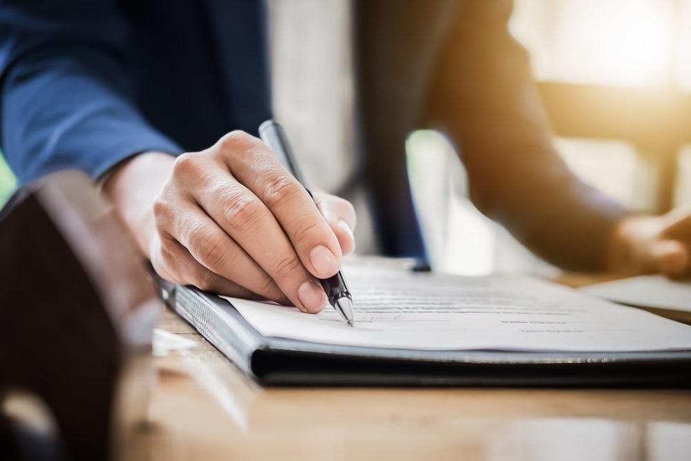 O momento certo de assinar contrato de arrendamento de pousada
